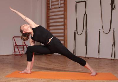 Йога за методом Айєнгара, початковий клас